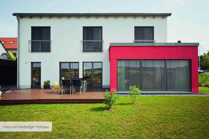 Haus von Karlburger Holzbau grau und gelb