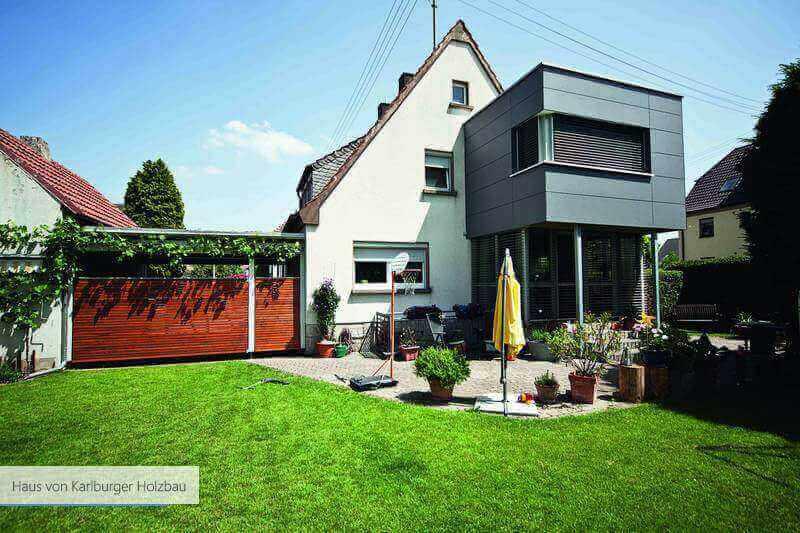 Haus von Karlburger Holzbau Holz in rot