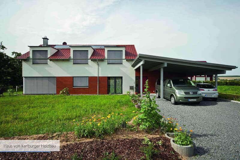 Haus von Karlburger Holzbau Holz rot
