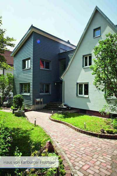 Haus von Karlburger Holzbau Garage