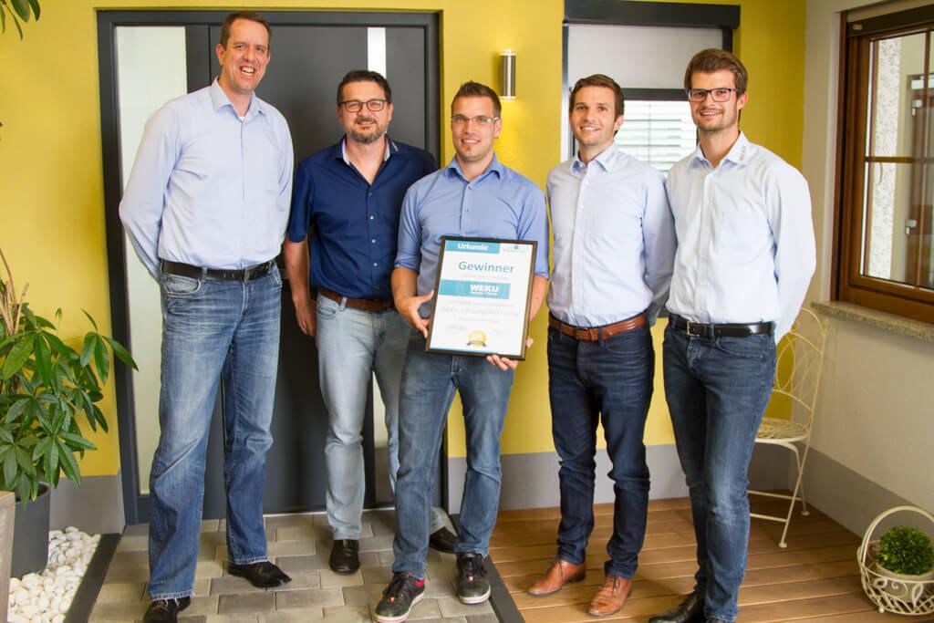 Neuer Firmenslogan von WEKU - Der Gewinner mit der Geschäftsleitung