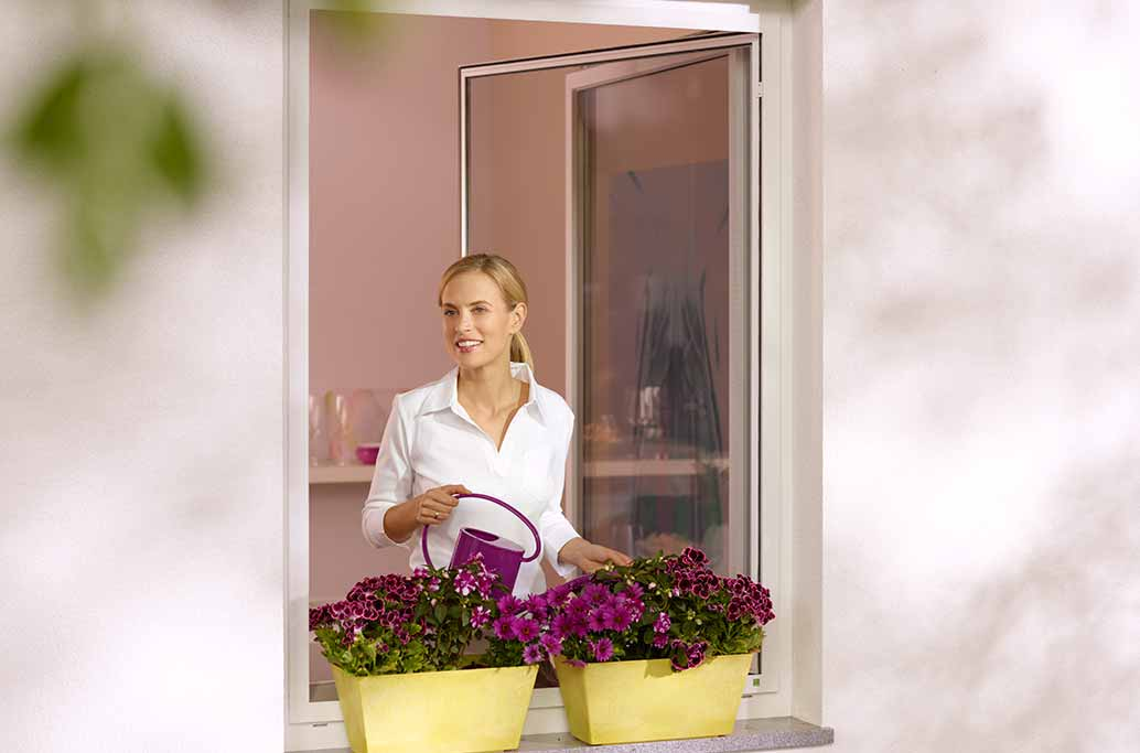 Insektenschutz mit Drehrahmen für Fenster innen