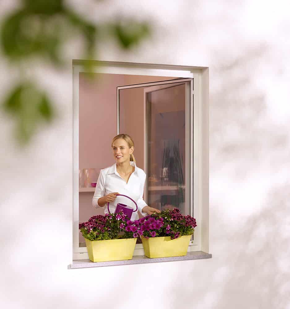Insektenschutz mit Drehrahmen für Fenster mit Innenöffnung
