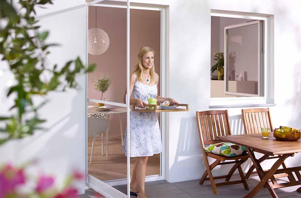 Insektenschutz mit Drehrahmen für Türen - Bequemes Öffnen